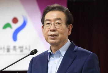 """서울시청 직원들 """"대체 무슨 일이냐""""주요 간부들 밤늦도록 긴급회의"""
