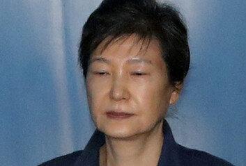 박근혜, '국정농단·국정원 특활비' 파기환송심서 징역 20년