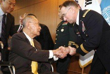 """주한미군 사령관 """"백선엽 장군은 영웅이자 국보"""" 애도 성명"""