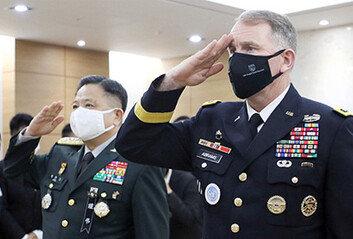 백선엽 장군의 수의는 '6·25 당시 전투복'