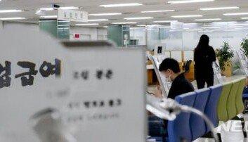 6월 취업자 35만2000명 감소실업률 21년 만에 '최대'