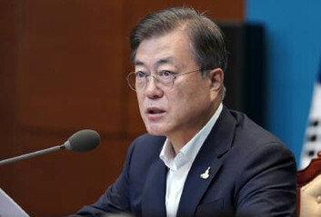 文대통령, 집중호우 대응 긴급회의주재…중부지역 시도지사 참여