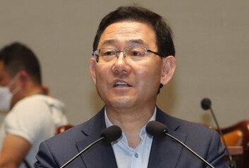 """'의석수에 속수무책' 통합당주호영 """"무력감·모멸감 느껴"""""""