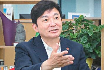 """""""문재인 박근혜가 과거로 퇴행시킨 나라를… 돌려놓고 싶다"""""""