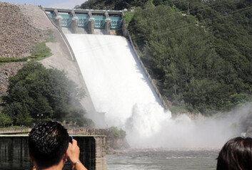소양강댐 제한수위 초과오후3시 3년만에 수문 개방