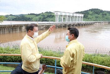 이제야 북한 무단 방류 탓하는 당정文, 군남댐 긴급 방문 '간접 유감 표시'