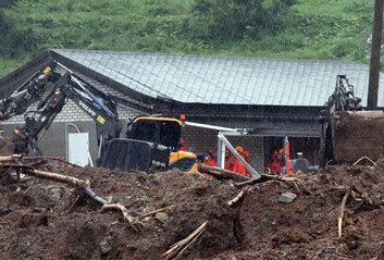 전북 장수군 번암면 산사태…주택 덮쳐 2명 매몰