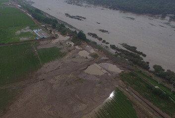 철원군, 산사태 경보 '심각'주민대피령…폭우까지
