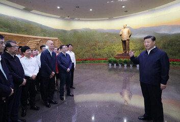 """""""시간은 내 편"""", 지구전론으로미국과 맞서는 시진핑"""