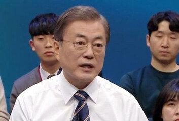 """김근식 """"달빛 좋아 달나라에?대통령님, 제발 지구로 돌아오시라"""""""