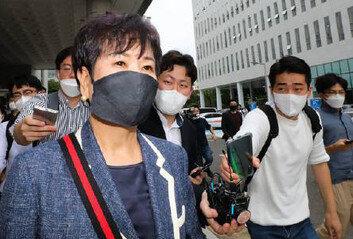 [속보]'부동산 투기 의혹' 손혜원1심 징역 1년6개월…법정구속은 면해