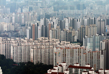 반포 아파트, 한달 새 6억 뛰어…강남권, 규제에도 최고가 거래 계속