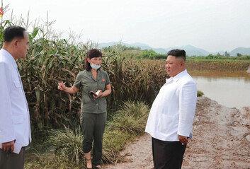 """김정은 """"홍수 피해 관련어떤 외부지원도 허용 말라"""""""