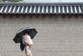 중부지방 늦은 오후까지최대 300㎜ 폭우…남부는 폭염