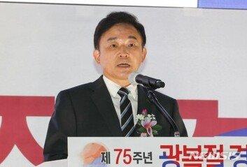 """원희룡 """"광복회장 경축사는특정정치 집단 견해… 동의못해"""""""