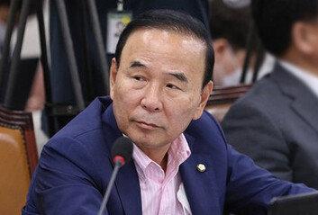 박덕흠 의원 일가, 피감기관서1000억대 공사 수주 의혹