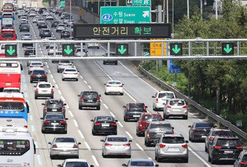 """늘어난 주말 이동…""""용수철처럼 튈수 있는 상황"""""""