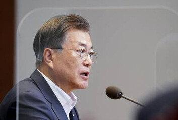 """[속보]文대통령 """"권력기관 개혁돌이킬 수 없이 진척…완결 매진"""""""