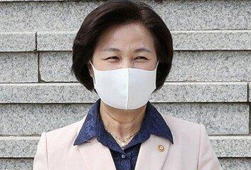 """추미애 """"국민께 심려 끼쳐 송구이젠 검찰개혁에 매진할 것"""""""