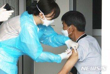 """상온노출 의심 독감백신 이상반응 4명↑질병청 """"오한·두드러기 등 보고"""""""