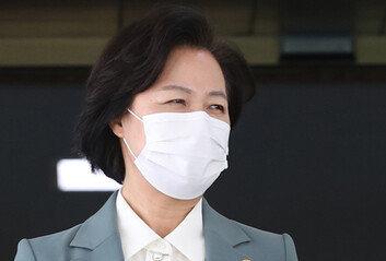 """'거침없는 秋' 일단 옹호하는 여권…""""저러다 역풍"""" 속내는 불안"""