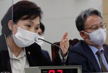 """김현미 장관 """"9·13대책부동산시장에 긍정적 영향"""""""