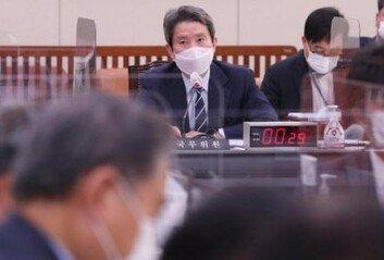 통일부, 대북제재 그림 반입하려던산하 기관장에 '승인없이 반입 가능' 유권해석