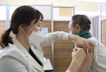 부산·전주서도 백신 맞은 뒤 숨져, 전국 32명…접종 중단 여부 검토