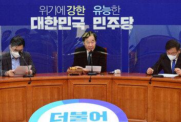 """민주당 """"연내 출범 위해,공수처장 추천·법개정 투트랙 시행"""""""