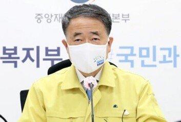 """박능후 오늘 독감 주사 맞는다""""전문가 판단 믿어달라"""""""