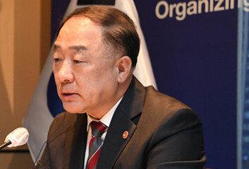 '전세난민 탈출'…홍남기,위로금 주고 세입자 내보낸다