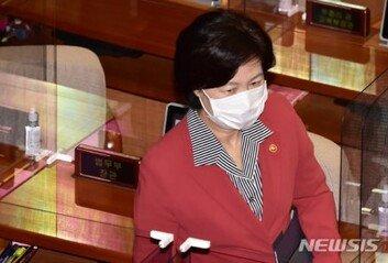 """추미애, '공개 비판' 검사에 """"커밍아웃 좋다…개혁만이 답"""""""