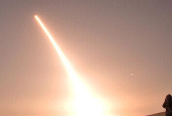 美 '30분내 핵타격'ICBM 또 시험발사