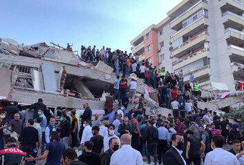터키 강타한 규모 7.0 지진…12명 사망 419명 부상