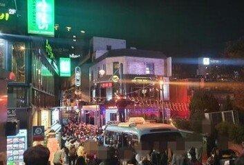'핼러윈' 악몽의 밤되나…북새통 이태원, 거리두기 실종