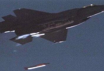 美, F-35서 '北 염두' 신형전술핵 투하 실험 첫 성공