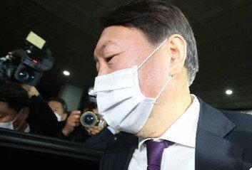 윤석열, 직무배제 하루 만에 '집행정지신청' 심야 전자 접수