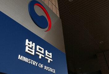 """추미애 """"윤석열 징계위 출석하라""""내달 2일 개최 통보"""