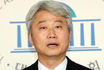 """김근식 """"헛발질하는 추미애, 文정권 몰락 일등공신…측은해"""""""