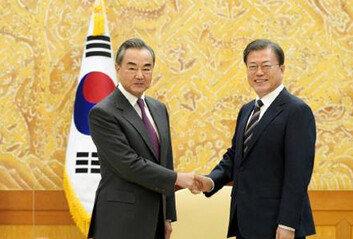 """시진핑 """"여건 허락 때 방한""""文대통령 """"코로나 안정 뒤 기대"""""""