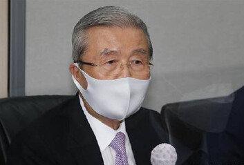 """김종인 """"과연 秋 독단일까?文이 사전 묵시적 허용한 듯"""""""