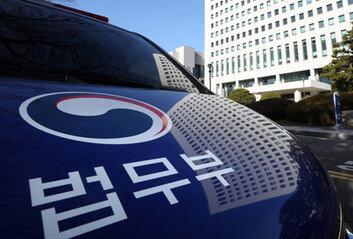 """법무부, '윤석열 징계위' 4일로 연기""""법원결정 존중"""""""