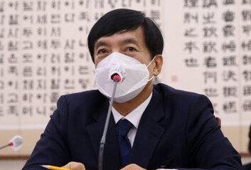 '혼돈의 중앙지검'1·2차장 사의, 이성윤은 오전 반차