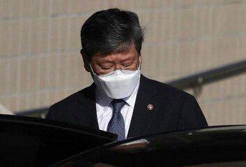 """이용구 """"전혀 문제없다""""지만…월성 원전사건 변호 논란 확산"""