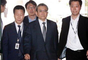 검찰, '김학의 불법출금' 법무부-이규원-대검 압수수색