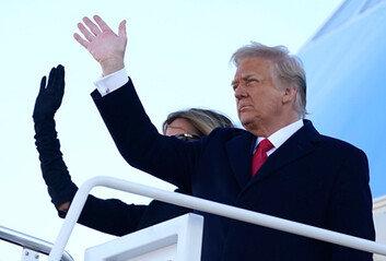 """트럼프 떠나자 등 돌린 극우단체들 """"그는 완전한 실패"""" 비판 쏟아내"""