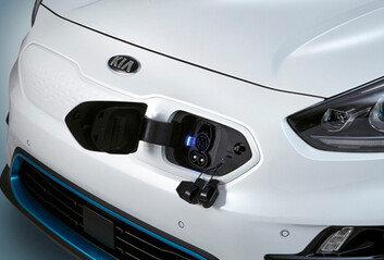 테슬라 모델S는 '0원'…달라진 전기차 보조금은 수입차 차별일까?