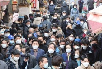 현장 탐방 나선 서울시장 후보들방역 수칙은 준수했을까?
