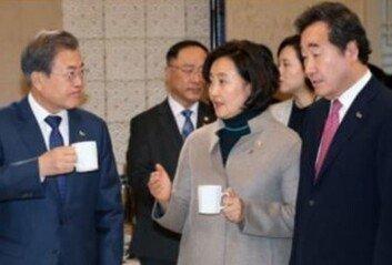 """박영선도 """"대한민국은 문재인 보유국"""" 찬사"""