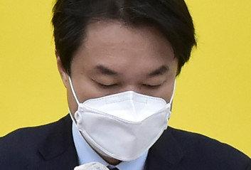 """""""'알페스' 논란 비판하더니…"""" '성추행' 김종철에 쏟아진 비난"""